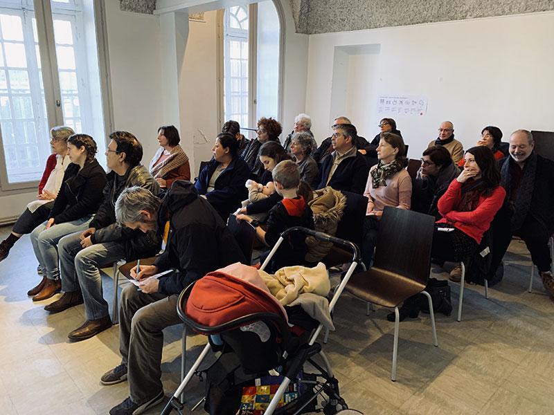 Photo des personnes présentes lors de la première réunion publique du projet d'habitat participatif de la rue de Paradis à saint-Chamond - Chez moi demain AMO du projet